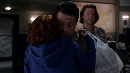 http://www.overthere.it/wp-content/uploads/2015/04/supernatural-charlie-incontra-castiel.jpg