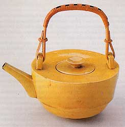 Theodor_Bogler_Teapot_1923