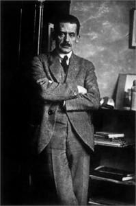 Walter Gropius (1883-1969)  architecte, designer et urbaniste allemand, fondateur du Bauhaus (Institut d'arts et de metiers a Weimer), 1920   -- Walter Gropius (1883-1969) german architect, designer and town planner, founder of Bauhaus school, 1920