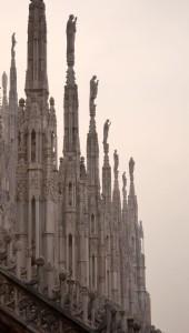 santi milanesi nella nebbia